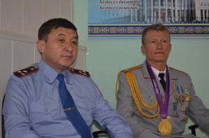 олимпийский чемпион Винокуров и начальник ДВД СКО Урумханов